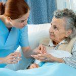 Điều dưỡng viên phải làm những công việc gì ở bệnh viện?