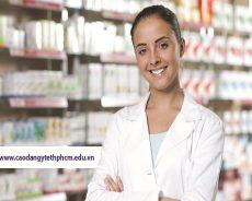 Con gái nên học Cao đẳng Dược hay Cao đẳng Điều dưỡng