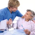 Cách chăm sóc người già khi bị tai biến