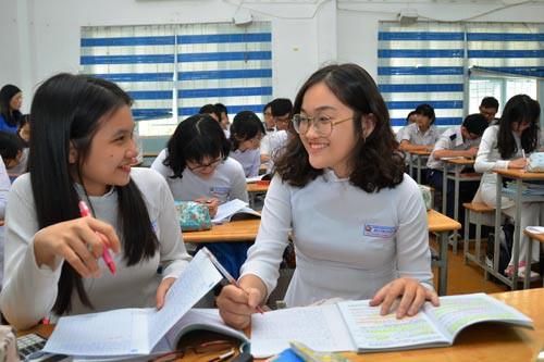 Học sinh Trường THPT Bùi Thị Xuân (quận 1, TP HCM) đang ôn chuẩn bị thi THPT quốc gia 2018