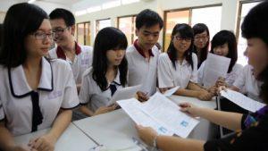 Học sinh nộp hồ sơ xét tuyển theo phương thức xét học bạ.