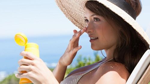 Tự bảo vệ da trước tia UV độc hại